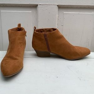 Old Navy booties Size 10